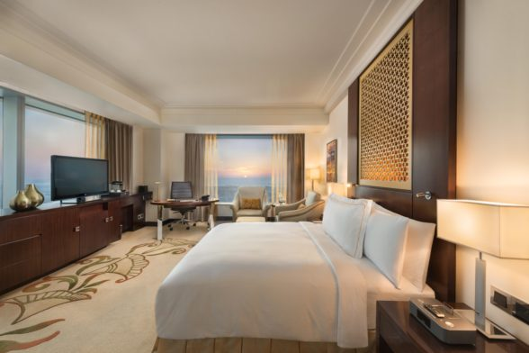 IASS2016_Conrad Dubai King Deluxe Corner View